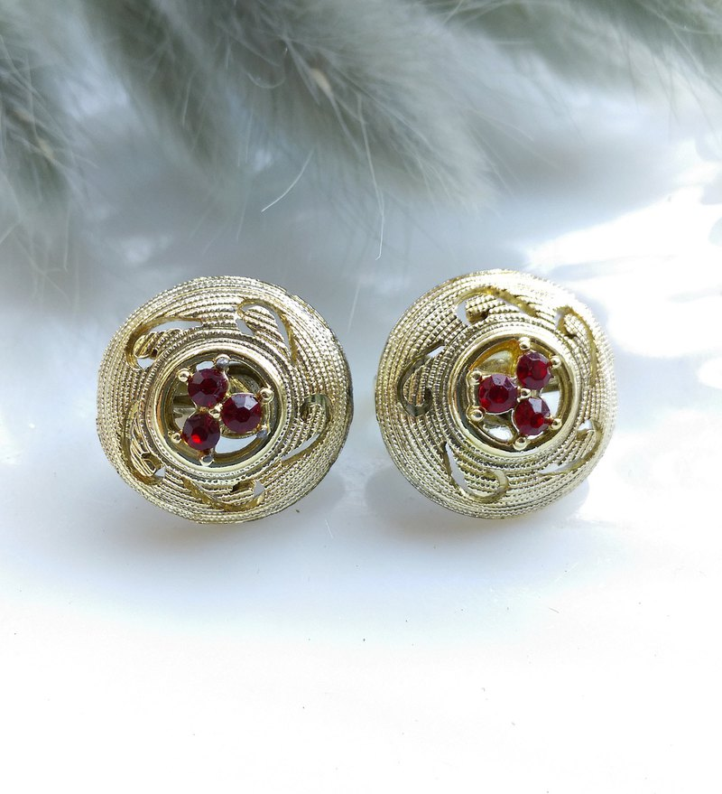[Western antique jewelry / old age] 1970's cute stickers earrings red stone clip earrings