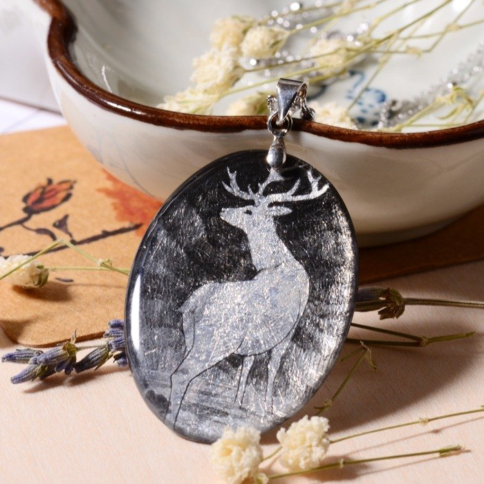 Looking back the deer pure hand-painted color drawing, heat-shrinkable, gold-plated necklace, limited solitary goods only this one