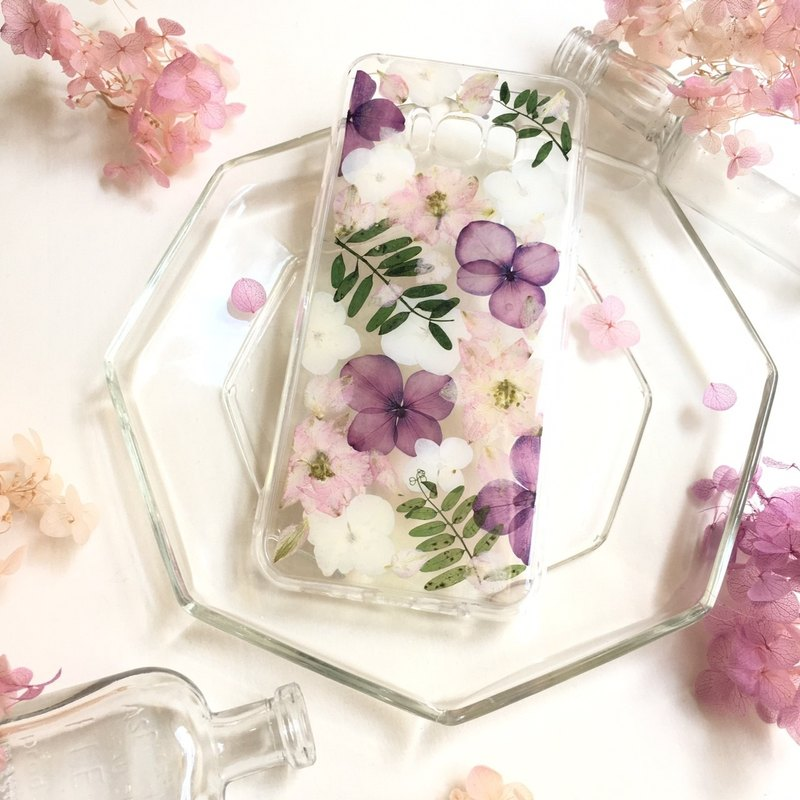 Romanticism:: dry flower anti-collision air shell mobile phone case