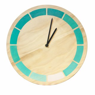 Design Gradation Log Clock White Green