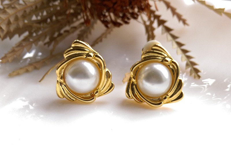 [Western antique jewelry / old age] 1970's cool pearl clip earrings
