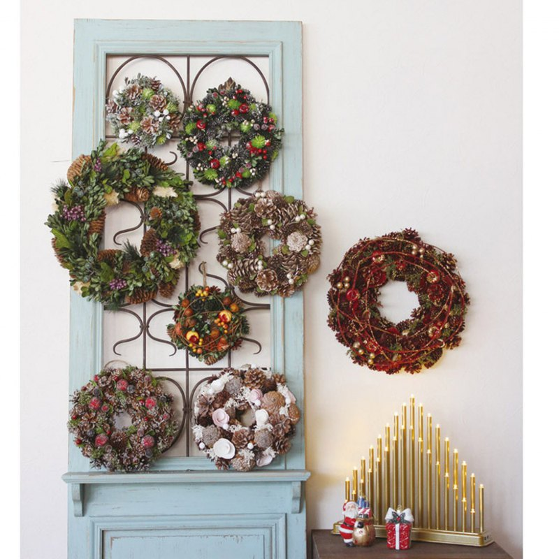 SPICE Christmas Pine Cone Wreath
