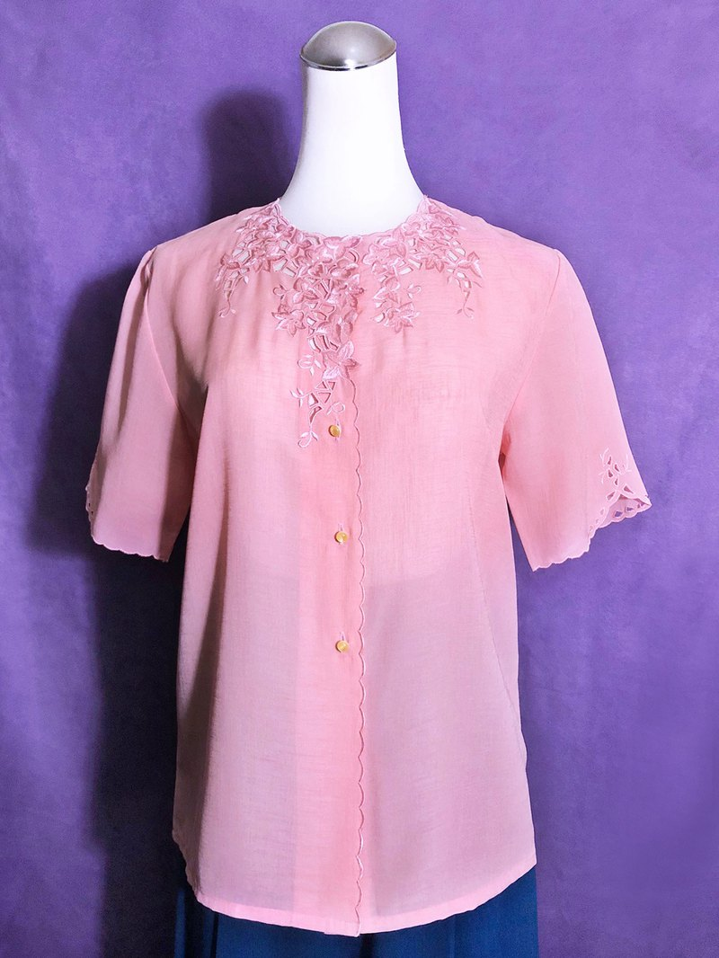 Pink embroidered vintage shirt / brought back to VINTAGE abroad