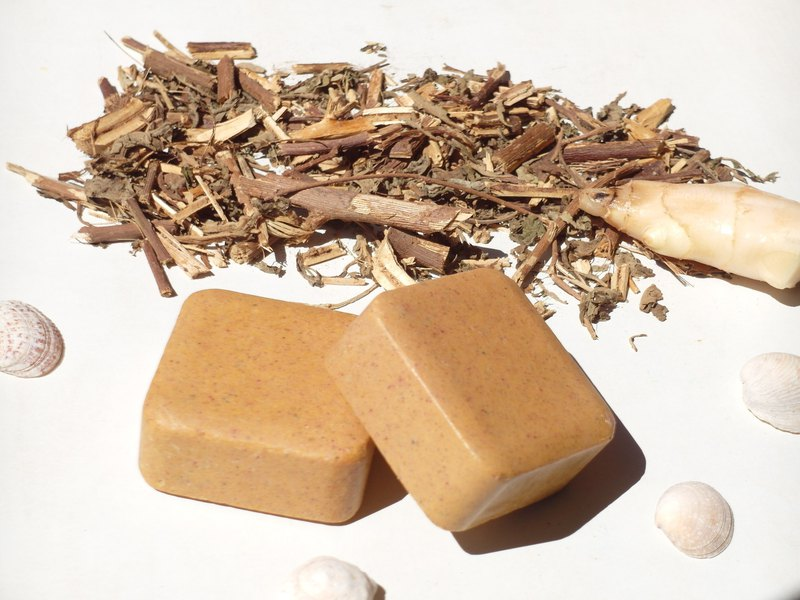 Warm heart, grass, ginger, shampoo, bath soap, no sticky, good wash, smooth, fluffy, improved scalp