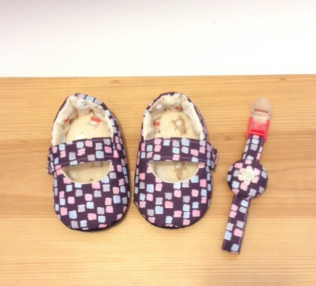 Twittering - bricks baby toddler shoes containing pacifier clip (births Gift)