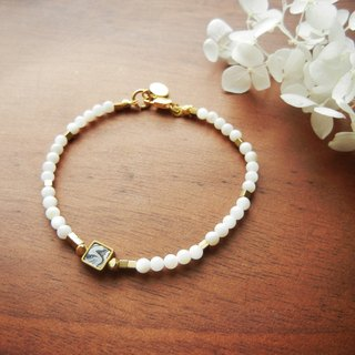 *Coucoubird*- fault - fine white bead bracelet / grayscale section