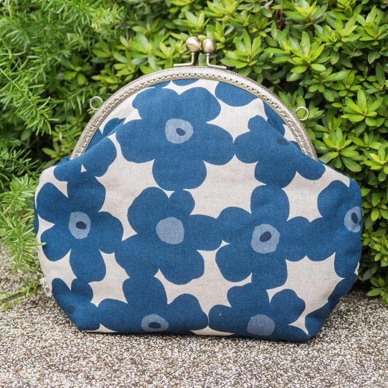 [Flower flower core - blue flower hemp] retro metal mouth gold bag - big section #随包##斜背#可爱