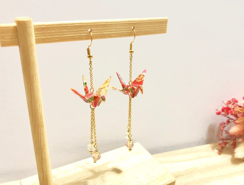[Origami Earrings Series] Orange Feather and Paper Crane (Change Ear Clip)
