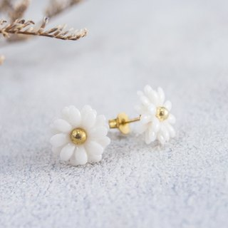Daisy ~ white porcelain flower earring ~ size Mini