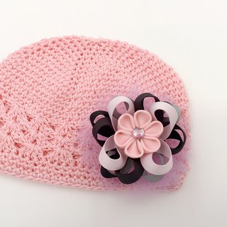 Cherry blossom pink ribbon and wind the yarn ball. Knit cap dual-use models