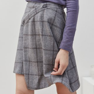 Light gray grid 2 color irregular retro scottish short skirt plaid autumn and winter A word button skirt