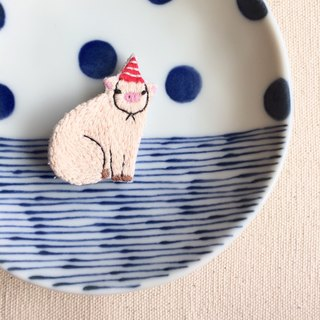 Hand-made embroidery * red and white striped party hats pig pins