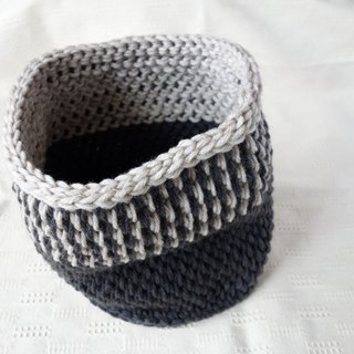yuoworks / dark gray snood / hand-knitted by tunisian crochet