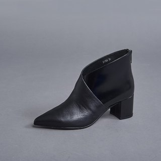 Overlapping fork short tube thick heel boots black