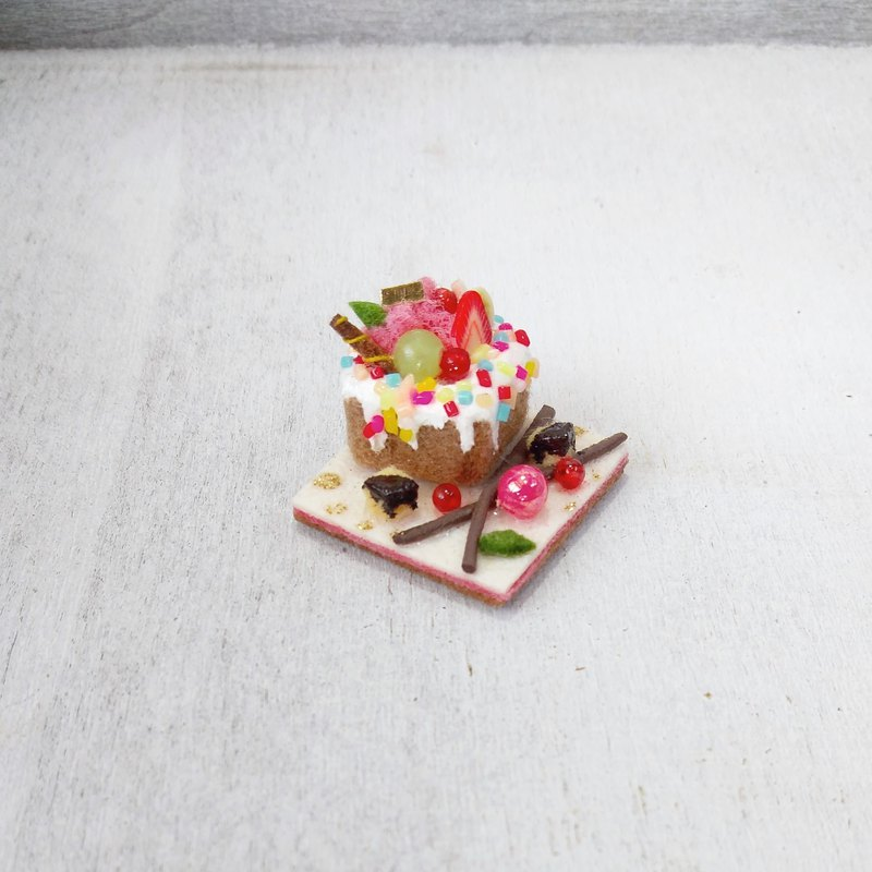 Honey Toast - White Plate / Magnet / Non-woven Dessert / [Office Supplies] [Gift]