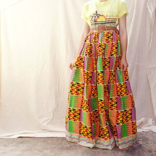 *BajuTua / Vintage / Made in the USA 70's African Totem Round Dress