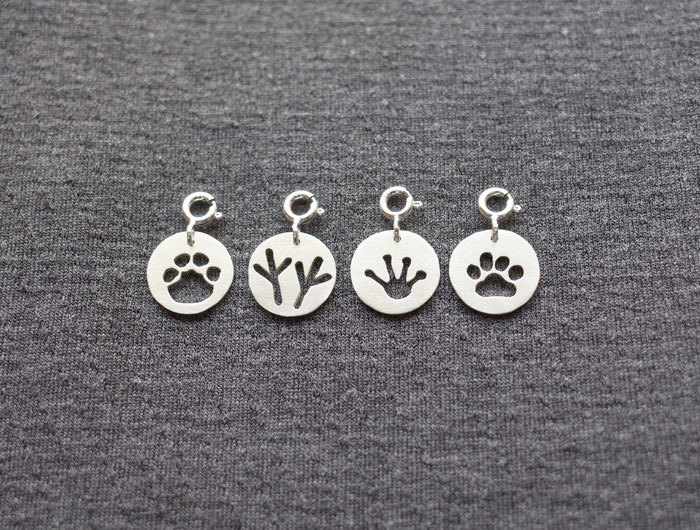 Ni.kou sterling animal footprints pendant