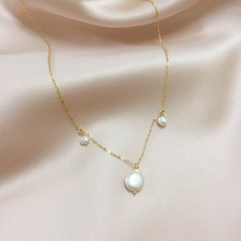 The most gentle light - 14K gold pearl necklace can touch the water without fading