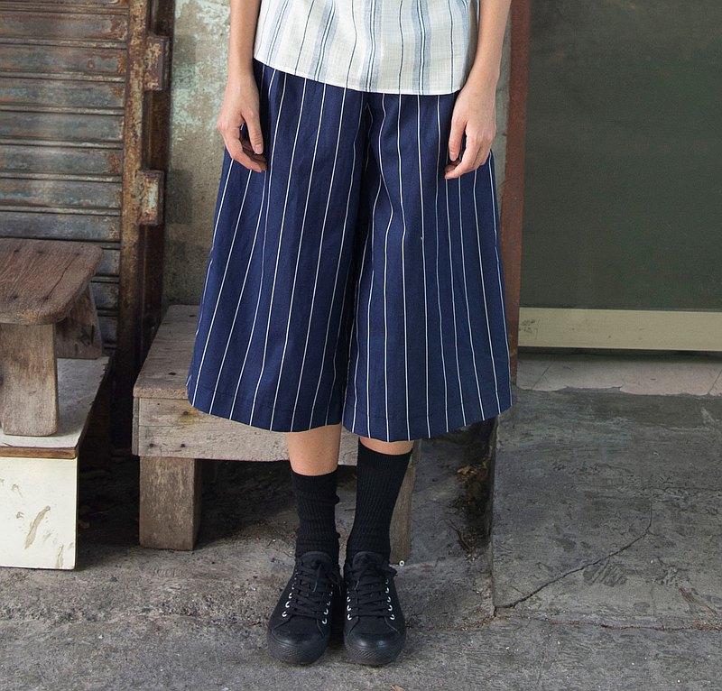 藍白七分寬褲