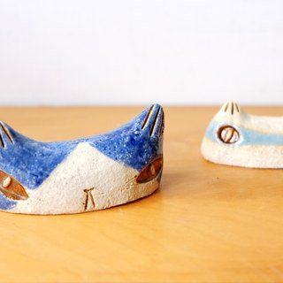 Pottery kitty chopsticks/paperweight set