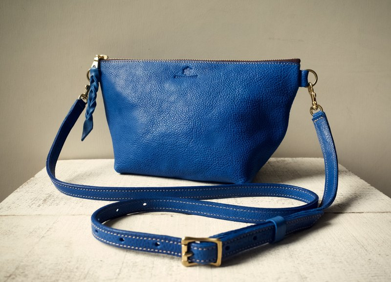 "【Order Production (Delivery time: about 2 weeks)】 JAPAN Leather * Nume Leather Handbag Shoulder Pouch ""barco"" L (regatta blue)"