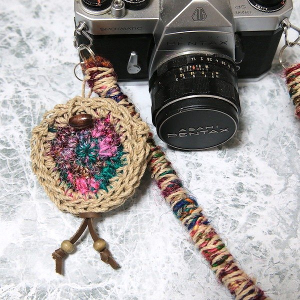 <No feathers> Lens cap holder (for 52 mm or less)