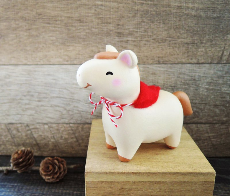 Cute pony king customized horse paper town decoration doll handmade wooden healing small wood carving