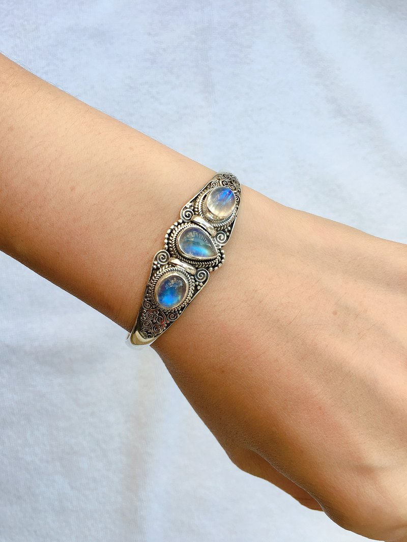 Moonstone Bracelet Nepal Handmade 925 Sterling Silver C-Ring Fits All Hands