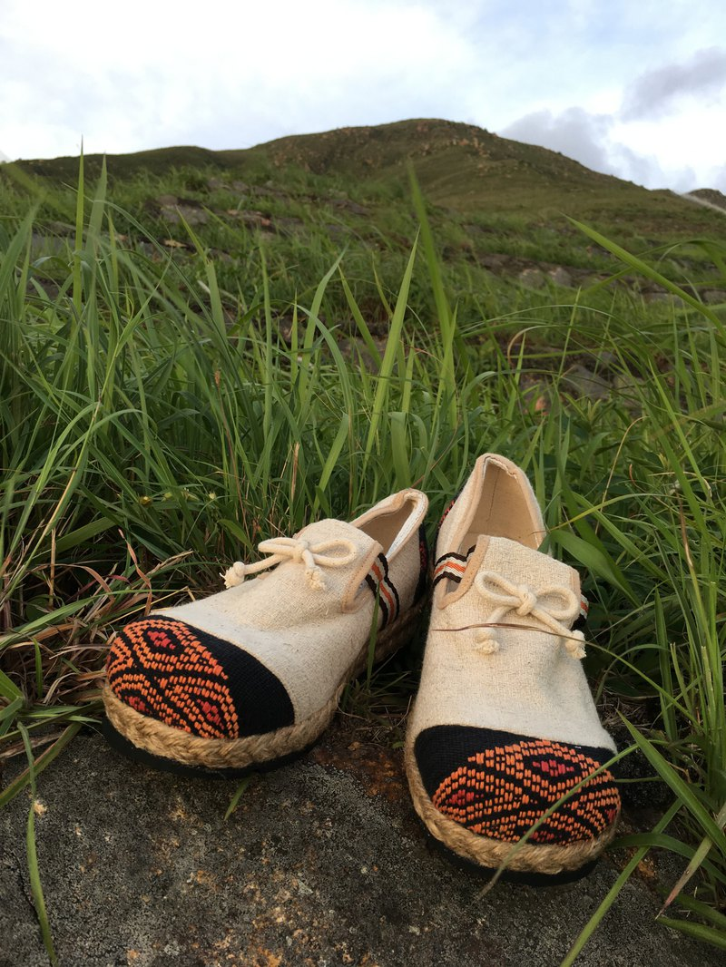"""MOTH"" Natural Hemp & Recycle Tire Bottom Eco Shoes"