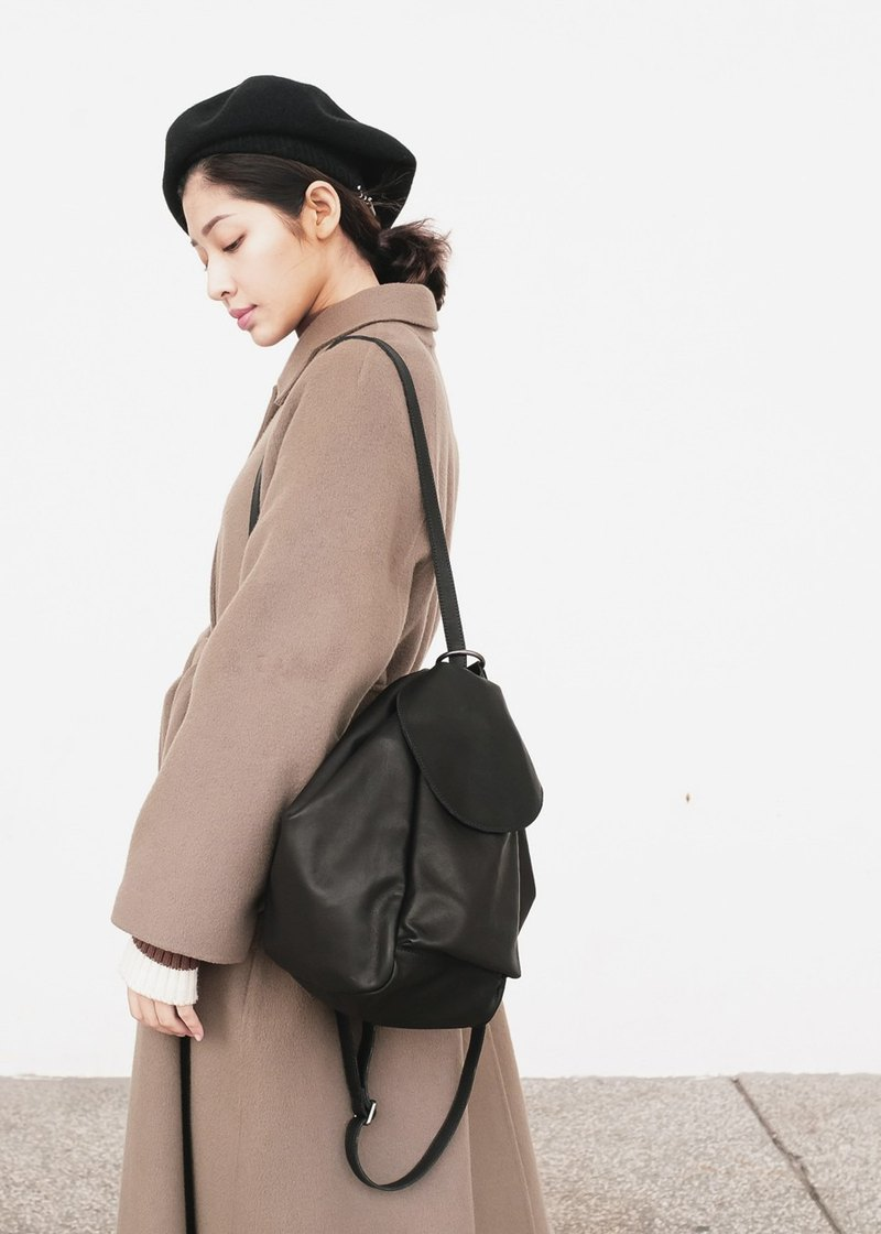 Three-dimensional back shoulder and shoulder bag