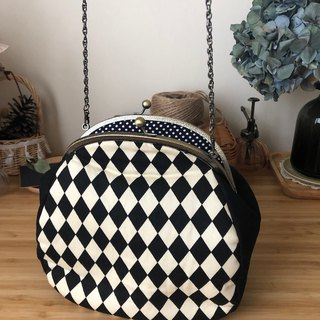 Black and white grid diamond gold chain bag