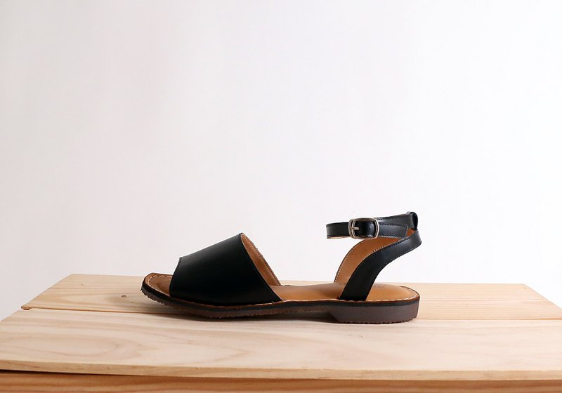 Custom-made leather flat-bottomed strap with one-piece sandals black