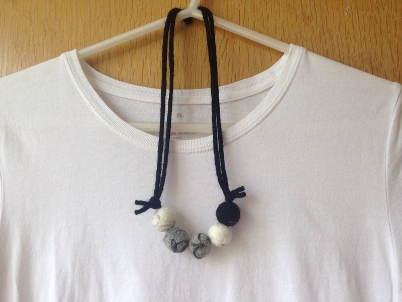 Marbled wool felt Necklace
