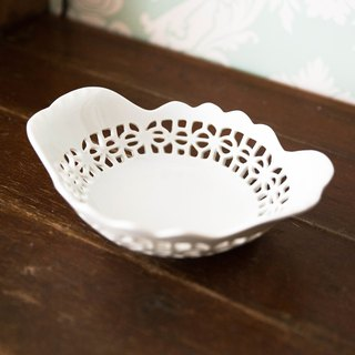 Constellation SECLUSION OF SAGE / white porcelain hollow bread basket
