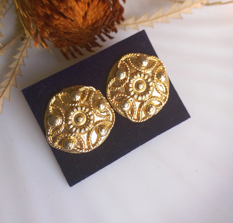 [Western antique jewelry / old age] 1980s golden flower round needle earrings