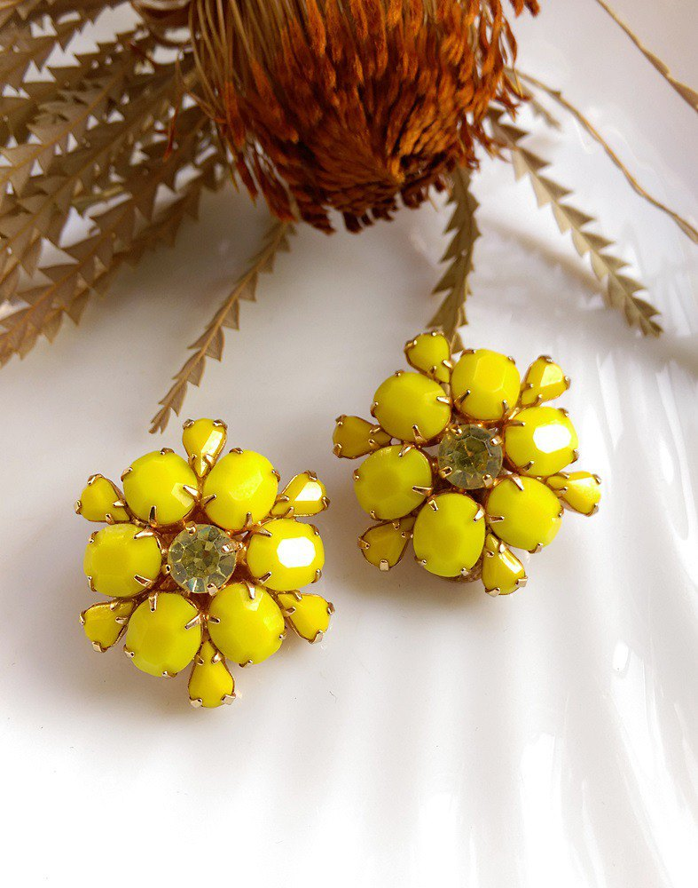 [Western antique jewelry / old things] WEISS yellow flowers Rhine clip-on earrings
