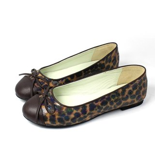 Leopard-printed doll shoes