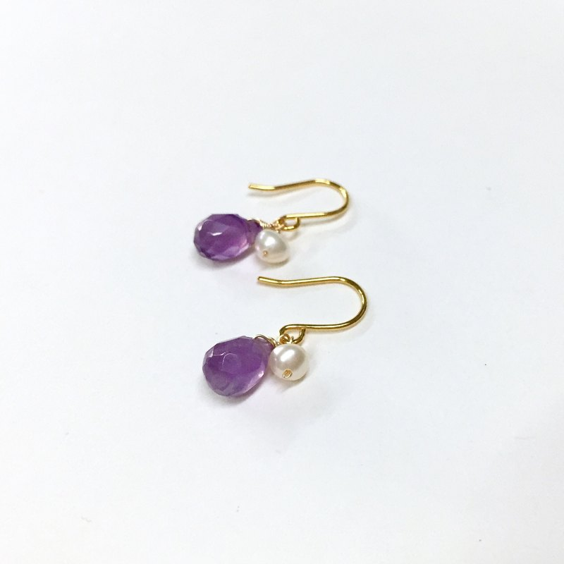 【】 If the bright [bright] her elegant. Minimal pearl x amethyst earrings. 18k gold earrings. Pearl / amethyst earrings. Japanese / French / minimalist style. Earrings / ear hooks / ear clip