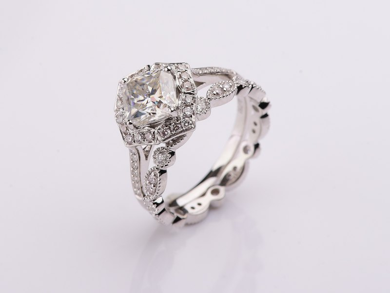Vintage Wedding Set in 18k White Gold, Moissanite and Diamond Wedding Ring Set