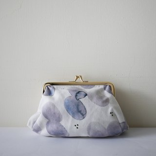 Moshimoshi | Hand take gold bag - pond