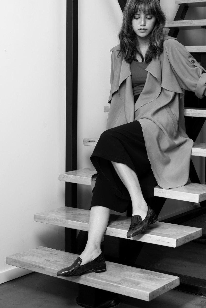 高質感皮 | 馬鞍皮壓紋 | 質感與時尚 | 炭灰黑 | 牛津鞋