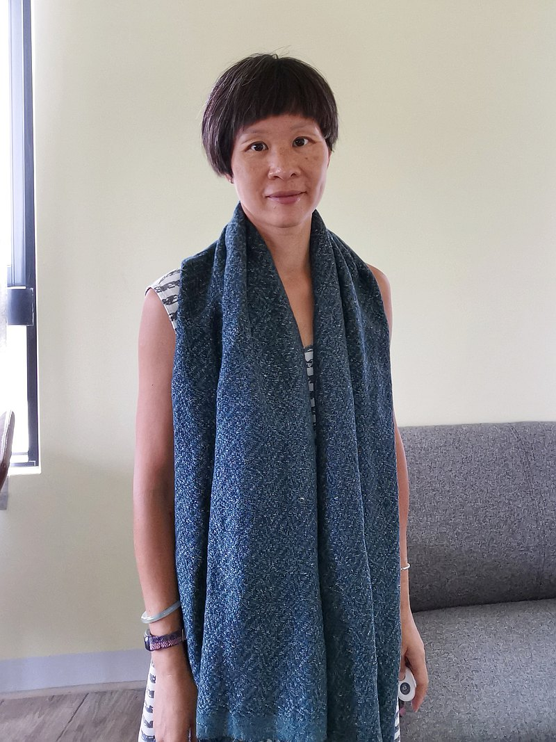 Handwoven by Carina | 手織棉麻披肩