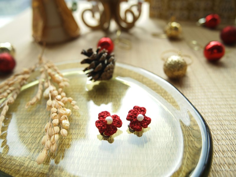 Hand-woven Japanese Lucky Clover red flower clip earrings BE025