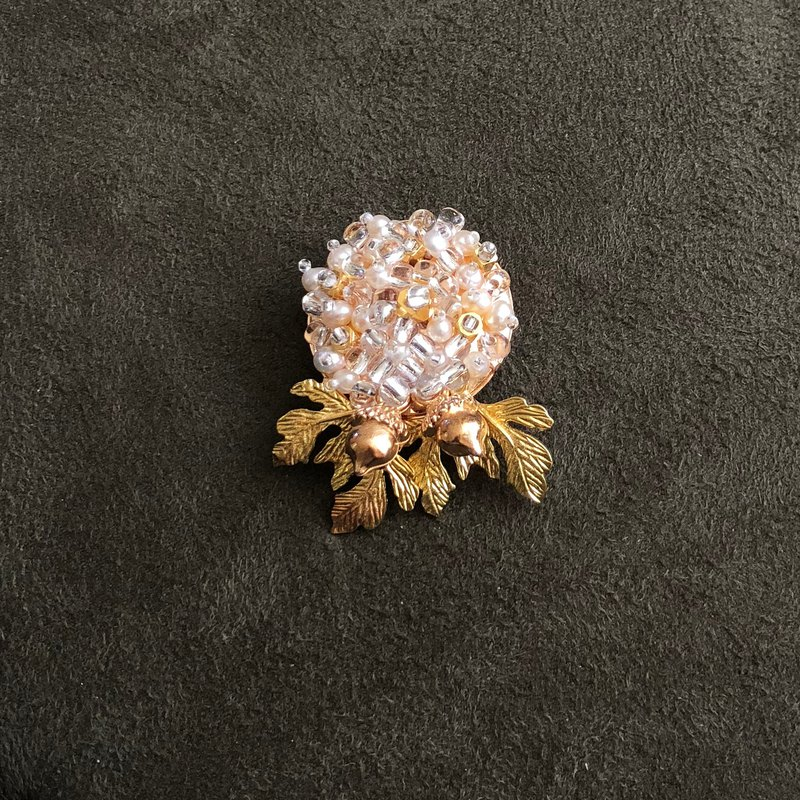 Japanese Style Pearl Brooch【Harvest Nuts】【Wedding 】【Valentines Day Gift 】