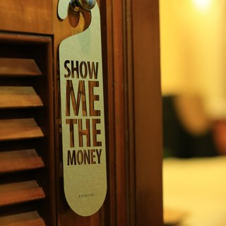 "[EyeDesign see design] a word door hanging ""SHOW ME THE MONEY"" D25"