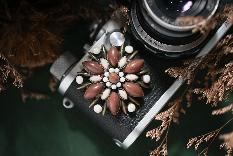 [Antique jewelry / Western old] chocolate latte geometric floral antique brooch vintage pin