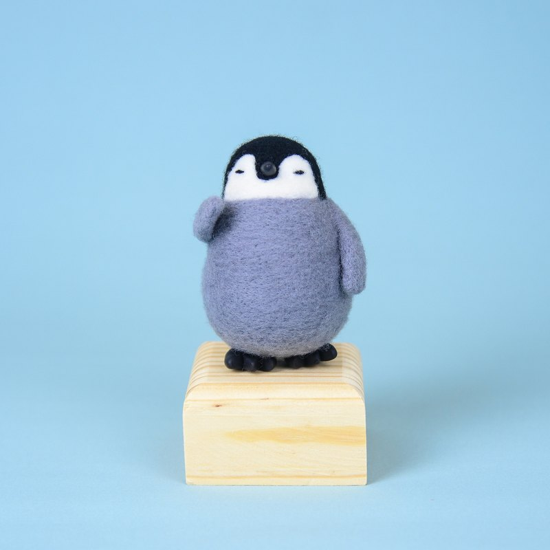 Nurturing Animal Wild Animal Penguin Wool Felt Ornament