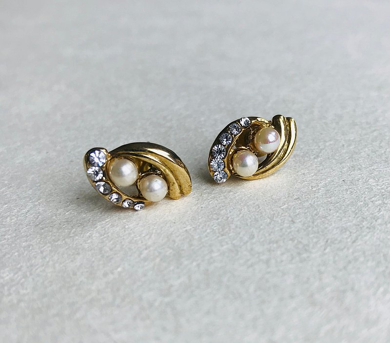 American antique flowing pearl earrings with diamonds
