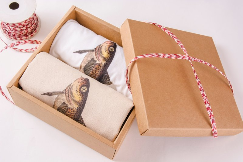 Fish Gift box - Bundled Bag & T-Shirt