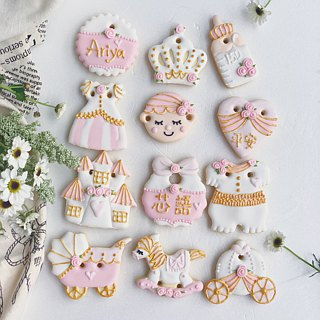 Receiving cookies • Diana baby girl hand-drawn creative design 12 piece set